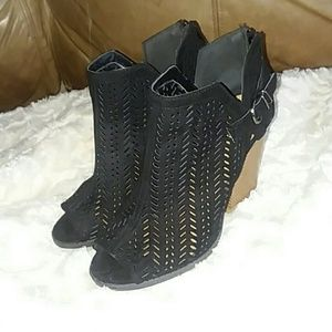 Qupid Black Ankle Open Toe Boots Size 8.5